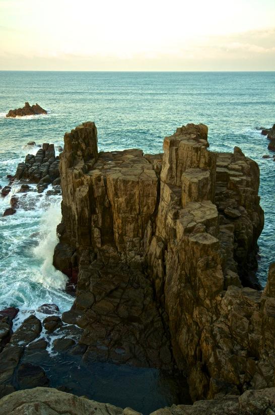 東尋坊の絶景ポイント三段岩