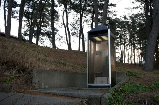 東尋坊の電話ボックス