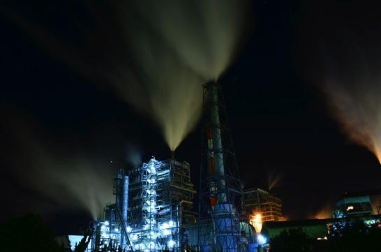 色温度低い工場夜景