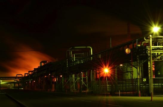 f16の工場の光芒