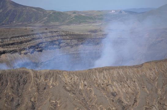 火口東展望所からの中岳火口