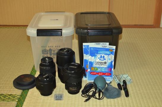 カメラ用品とハクバドライボックス