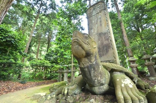 月照寺の石の大亀