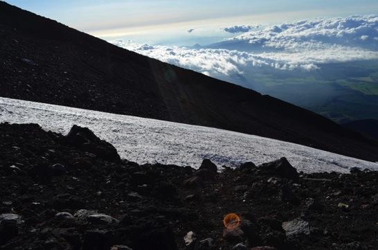 富士山に残る万年雪