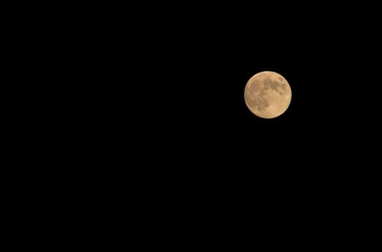 手持ち撮影で撮った満月