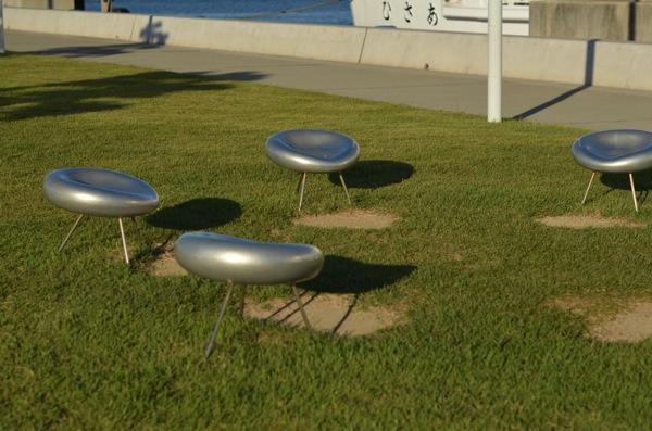 宮之浦港にあるアートな椅子