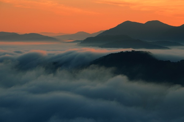 荒谷山の夜明け