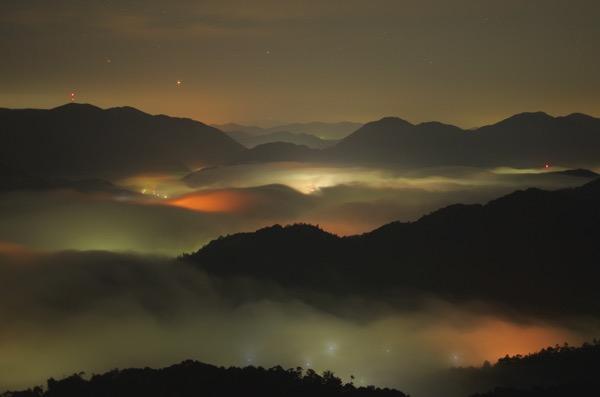 深夜の荒谷山の雲海