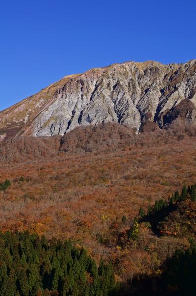 鍵掛峠から見る大山の紅葉