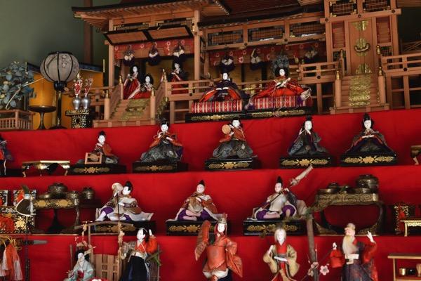 三本邸の雛人形