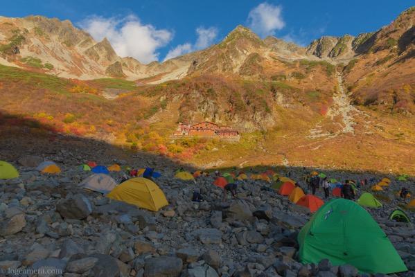 涸沢のテント場と紅葉
