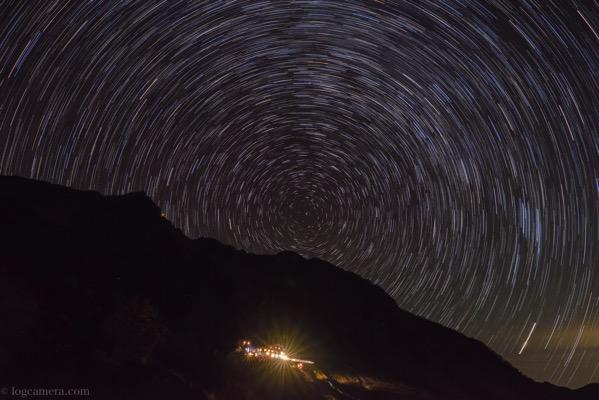 涸沢小屋夜の星