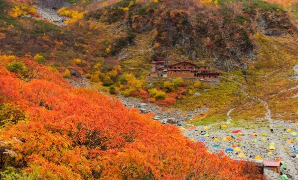 紅葉と涸沢小屋