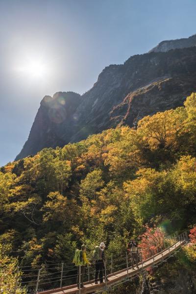 本谷橋から見る紅葉