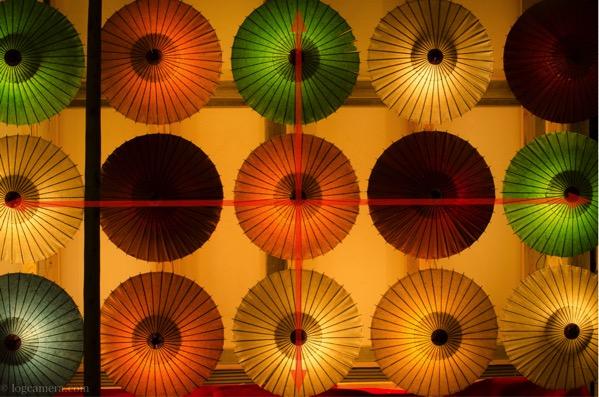 シンメトリー構図 傘
