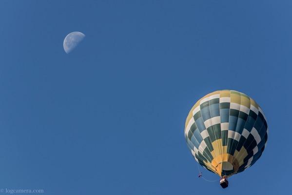 佐賀バルーンフェスタ 気球と月