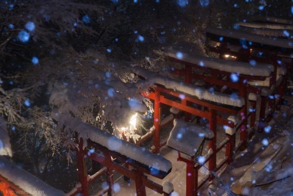 太鼓稲荷神社 参道 雪