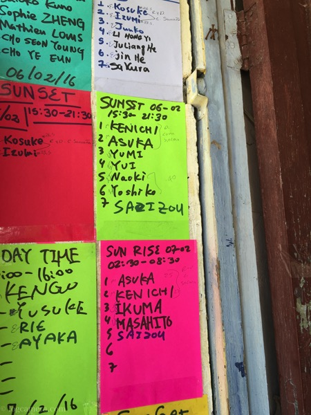 ウユニ塩湖のツアーの張り紙