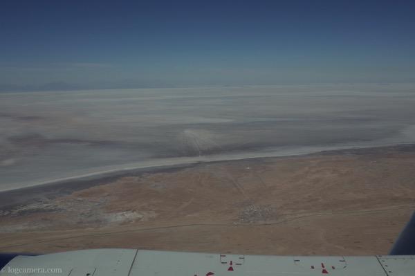 飛行機から見たウユニ塩湖