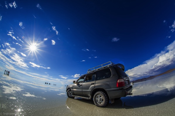 ウユニ塩湖 鏡張り ランクル