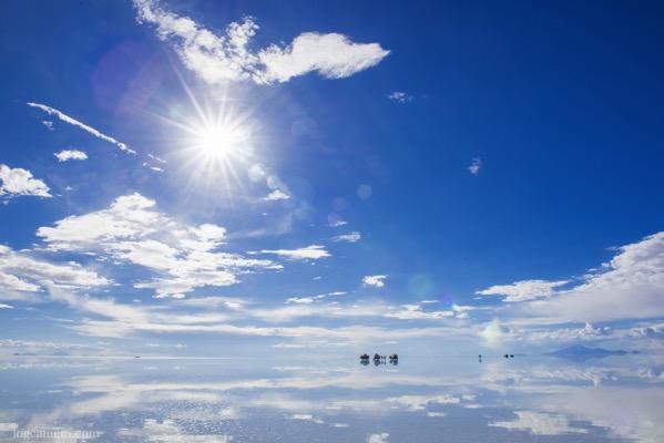 ウユニ塩湖 鏡張り 太陽