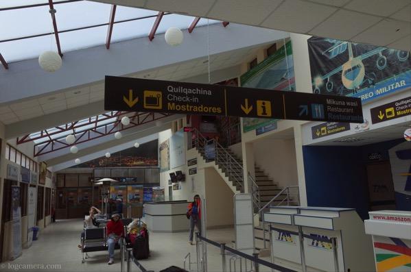 ウユニ空港内部