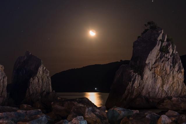 橋杭岩と月