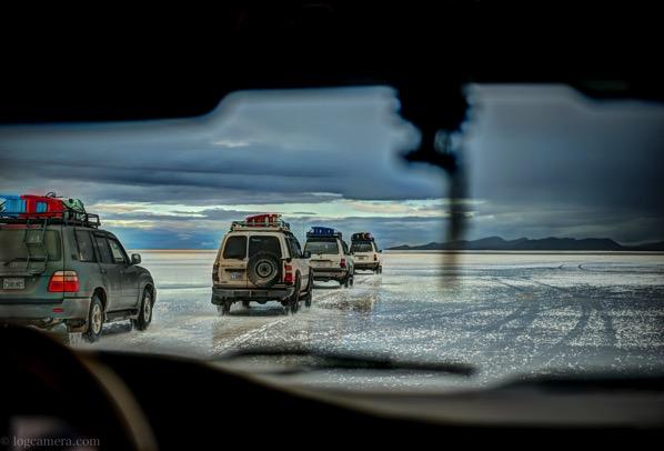 ウユニ塩湖の車の中