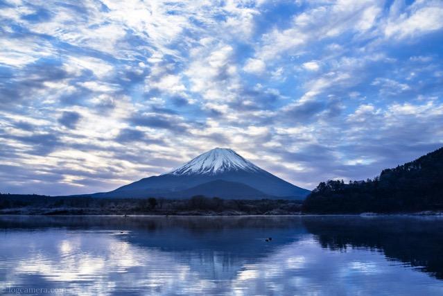 精進湖 富士山 青空