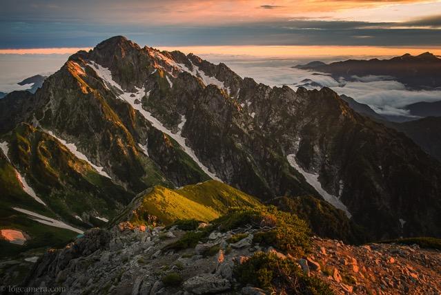 朝日に照らされる剱岳