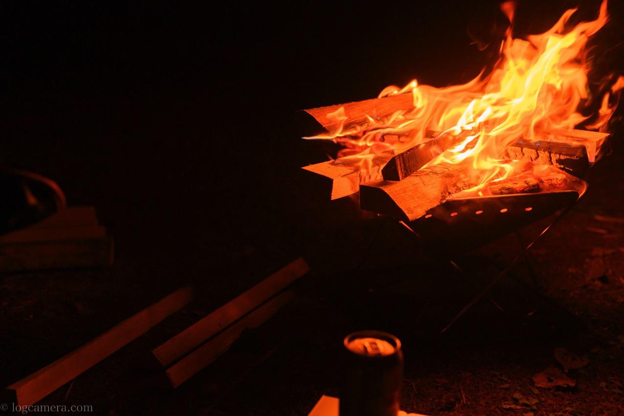 焚き火 夜