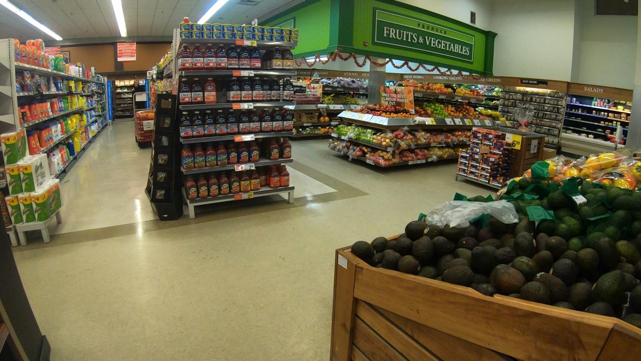 イエローナイフ スーパーマーケット