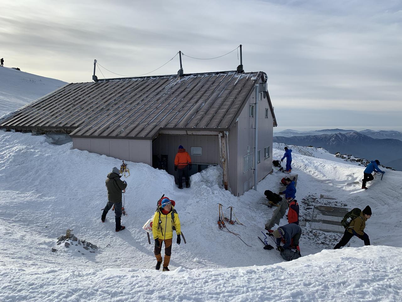大山 雪山 避難小屋 冬