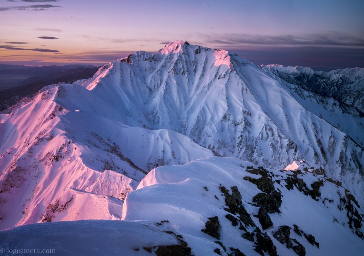 唐松岳頂上山荘から望む五竜岳
