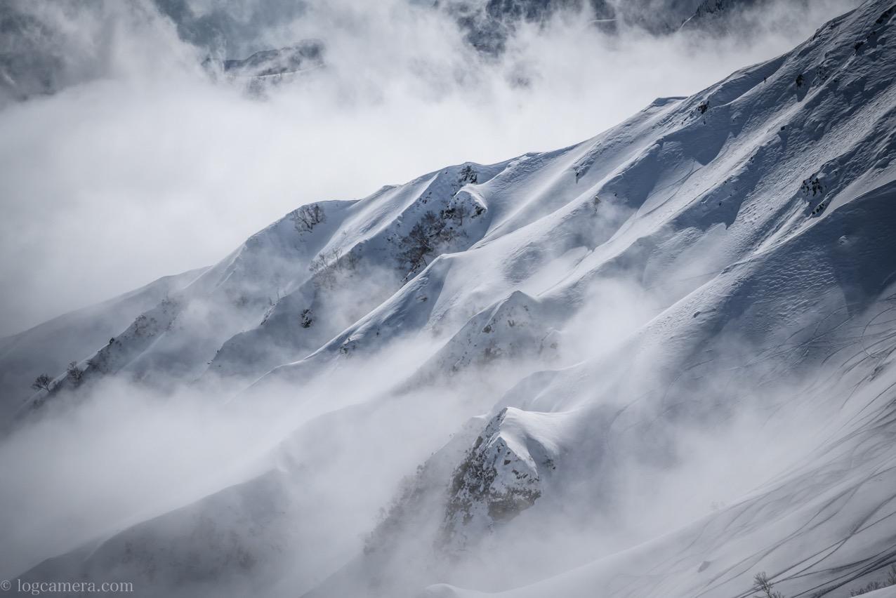 北アルプス 山肌