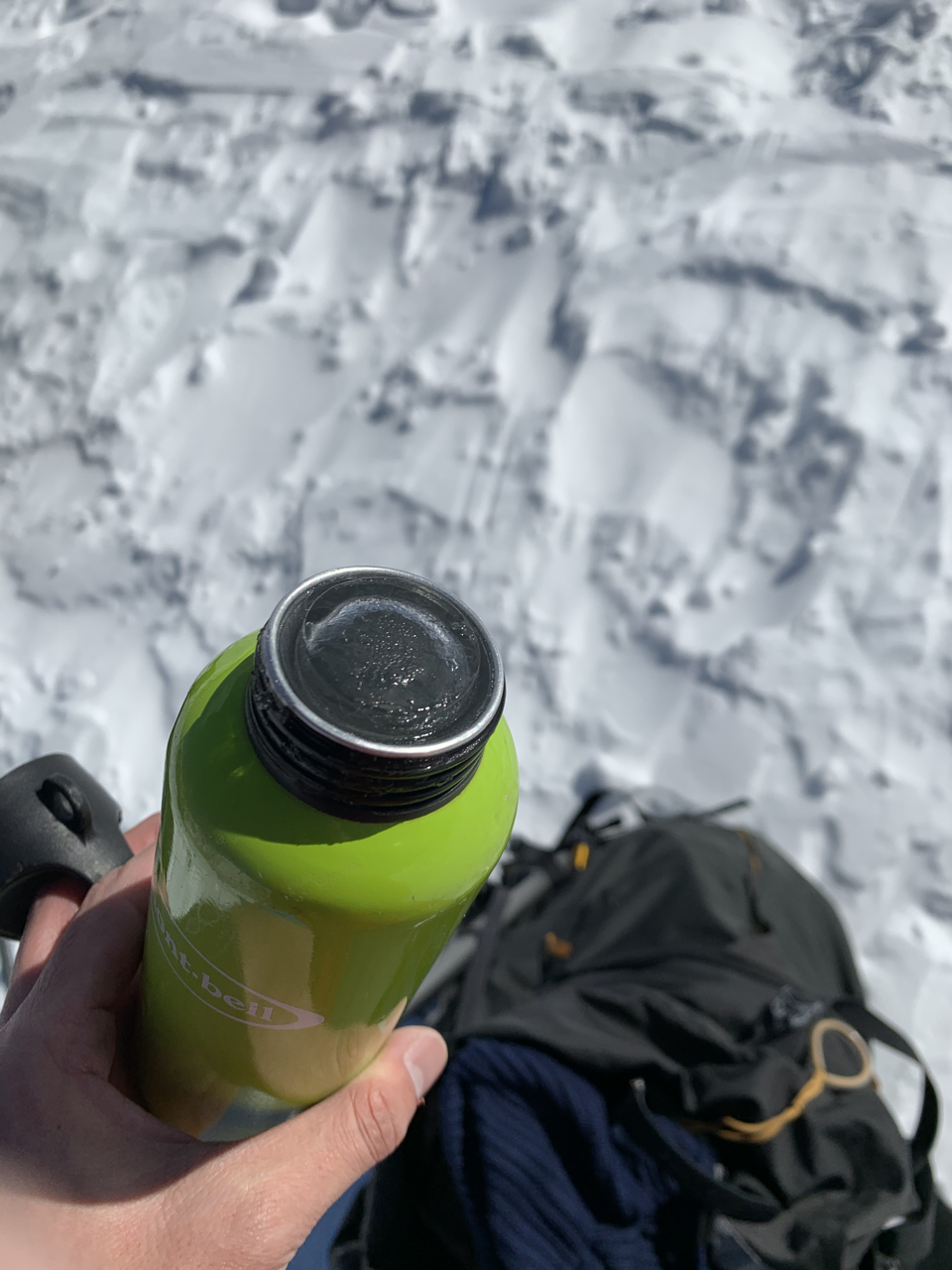 冬山で水筒が凍る