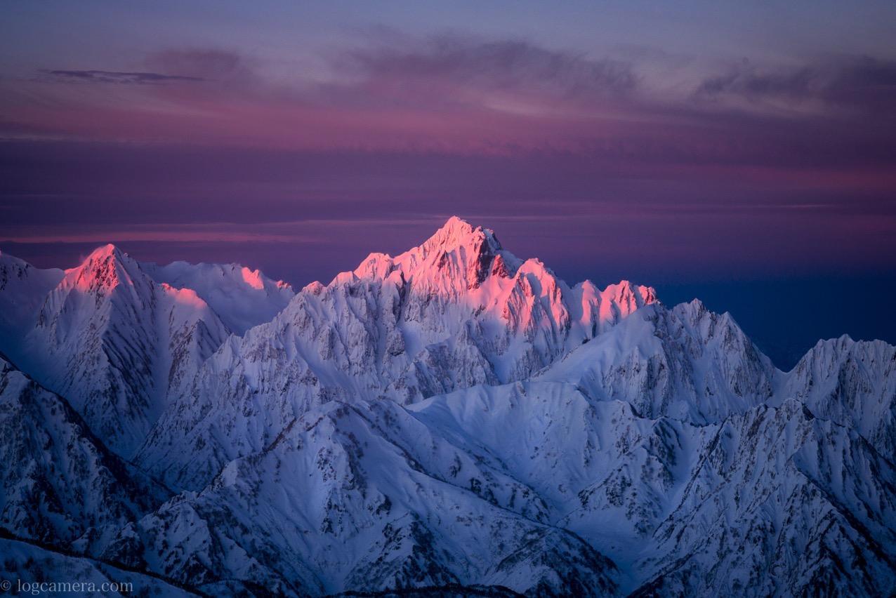 唐松岳頂上山荘から望む剱岳
